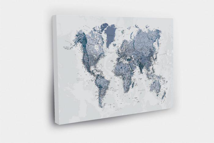 Melsvas kelionių žemėlapis ant drobės su smeigtukais